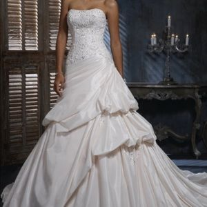 Gently used Maggie Sottero Wedding Dress